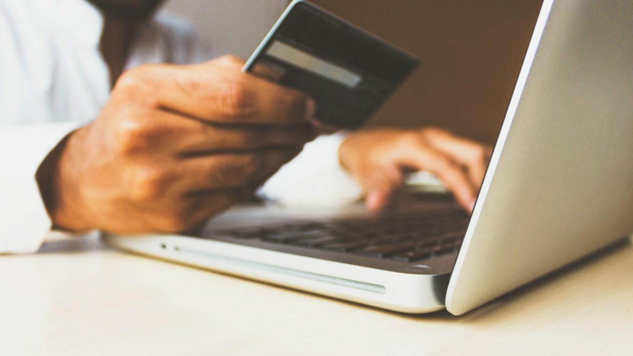 大学生にクレジットカードはいらない?